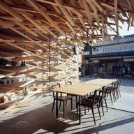 Dezeen_Starbucks-Coffee-at-Dazaifu-Dazaifu-Tenman-gū-by-Kengo-Kuma-and-Associates_10